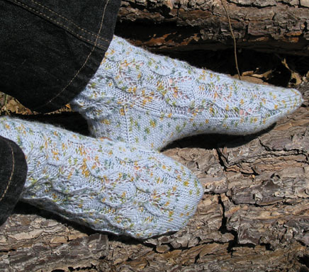 1724_lacyTileSocks