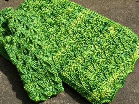 LeafleftMittsScarf