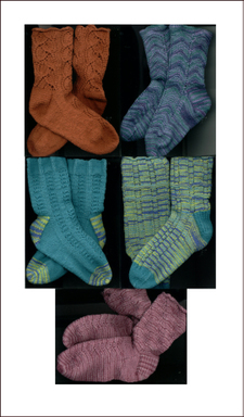 Fixation_socks_with_yarnover_patterns